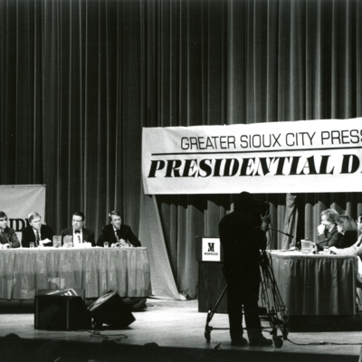 Greater Sioux City Press Club Presidential Debate, Series of 7 Photos, 7 of 7